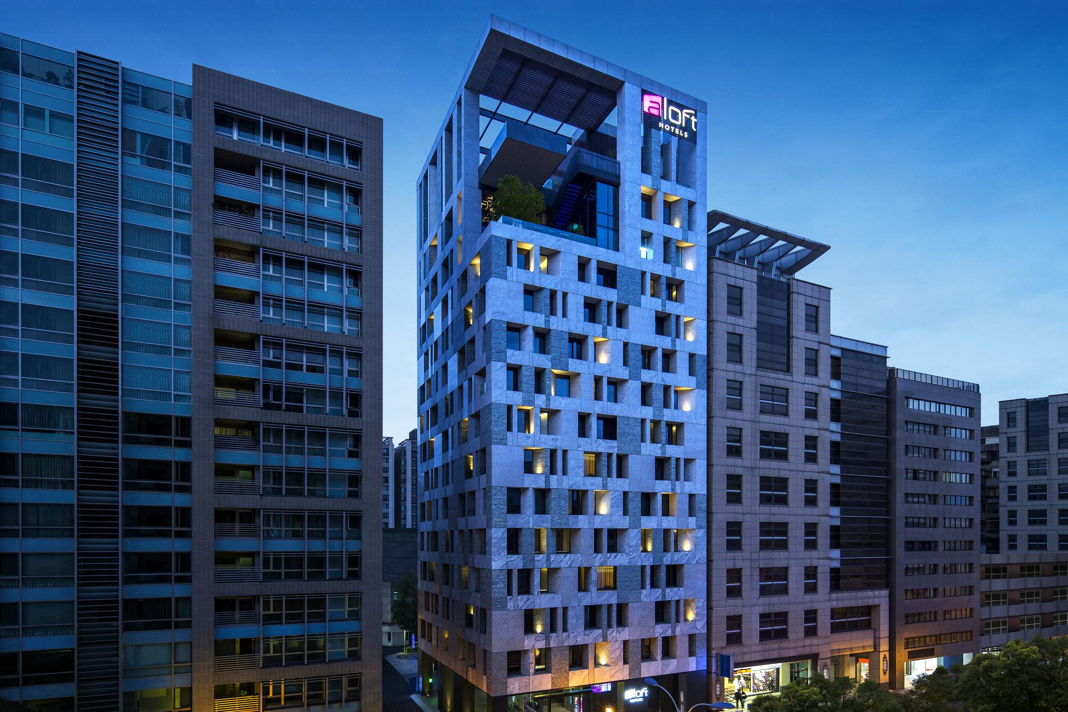 alf4361ex-186060-hotel-exterior-night-view